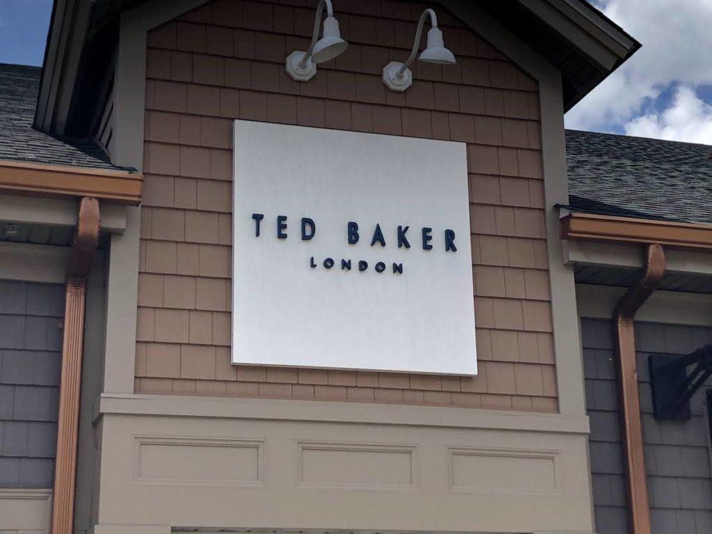 テッドベイカー